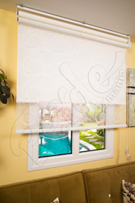 Çiftli sistem Beyaz Desenli Tül ve Beyaz Mat Polyester Stor Perde