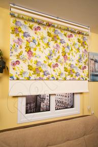 Çiftli Sistem Renkli Çiçek Desenli Tül ve Ekru Mat Polyester Stor Perde
