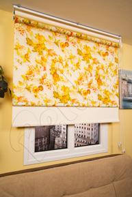 Çiftli Sistem Sarı Çiçek Desenli Tül ve Ekru Mat Polyester Stor Perde