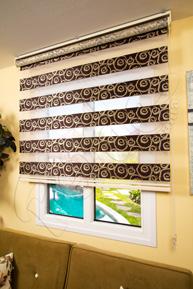 Kahverengi Gül Desen Jakarlı Zebra Perde