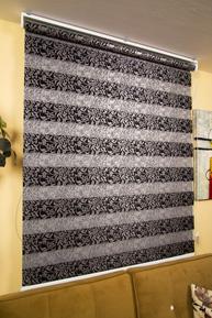 Siyah Yaprak Desenli Jakarlı Zebra Perde